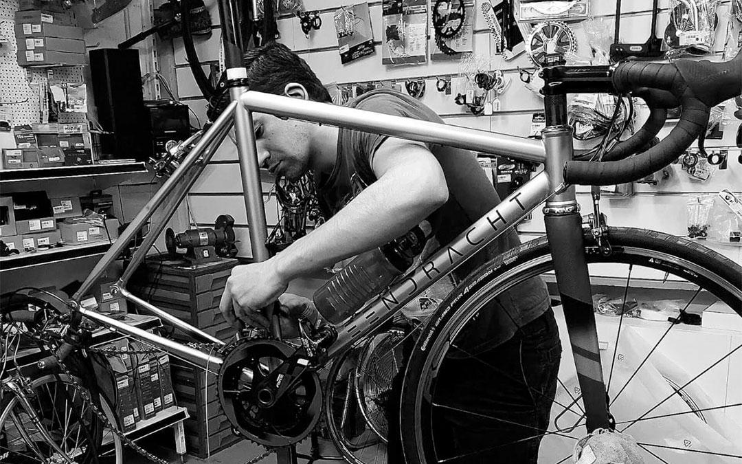 El taller de bicicletas más antiguo de Alicante